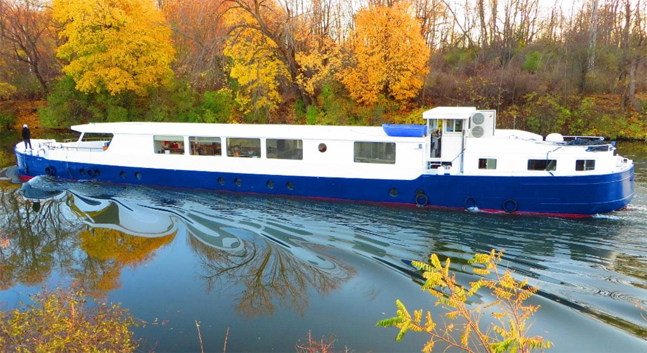 Barge Sojourn departs from Lyons Drydock